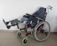 Polohovací vozík Invacare zvednuté hohy